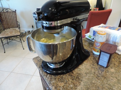 1. Cream butter and sugar until blended. Add eggs, one at a time, mixing well after each addition. Mix in vanilla extract.